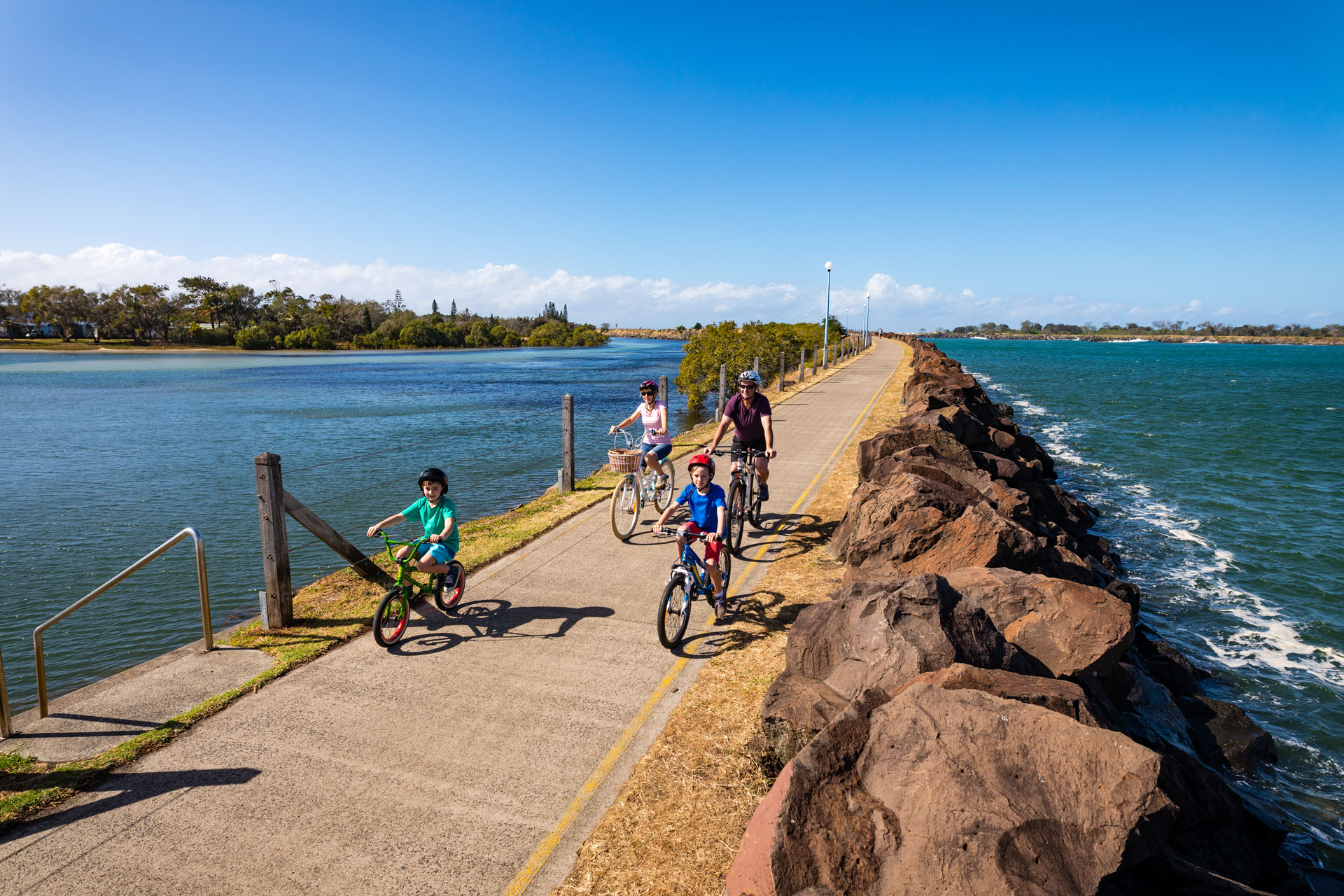 Cycling around Ballina family fun pathways